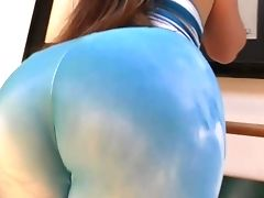 Curvy Lola Foxx Shows Off Her Big Bubble Booty With