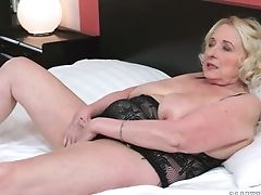 Blonde Granny Sila Spreads And Gets Tongued