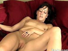 Black-haired Elise Masturbating