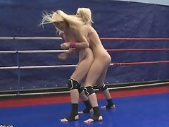 Sophie Moone And Antonya Stop Grappling To Gobble Gash